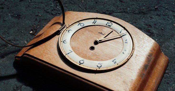 starožitné stolní hodiny