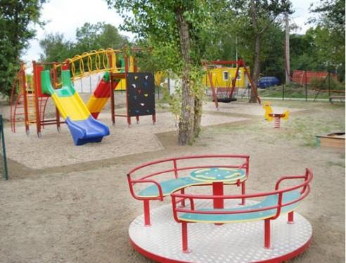 Dětské hřiště je kousek od domu, zdroj: kejruv-park.cz