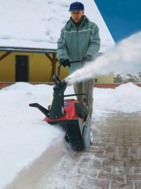 Sněhová fréza v provozu, zdroj: mountfield.cz