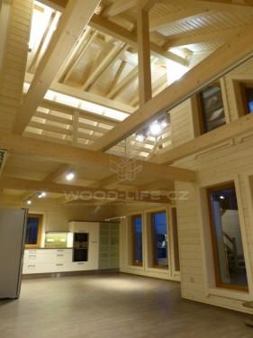 Interiér srubového domu, zdroj: woodlife.cz