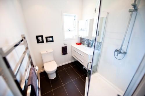 Světlá koupelna je lepší, když máte málo přirozeného světla, zdroj: shutterstock.com